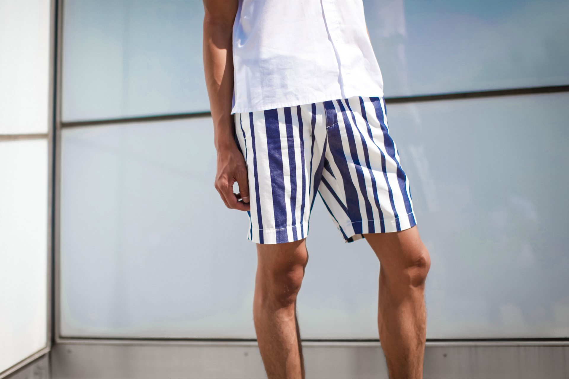 oh anthonio - mens striped shorts & sandals outfit
