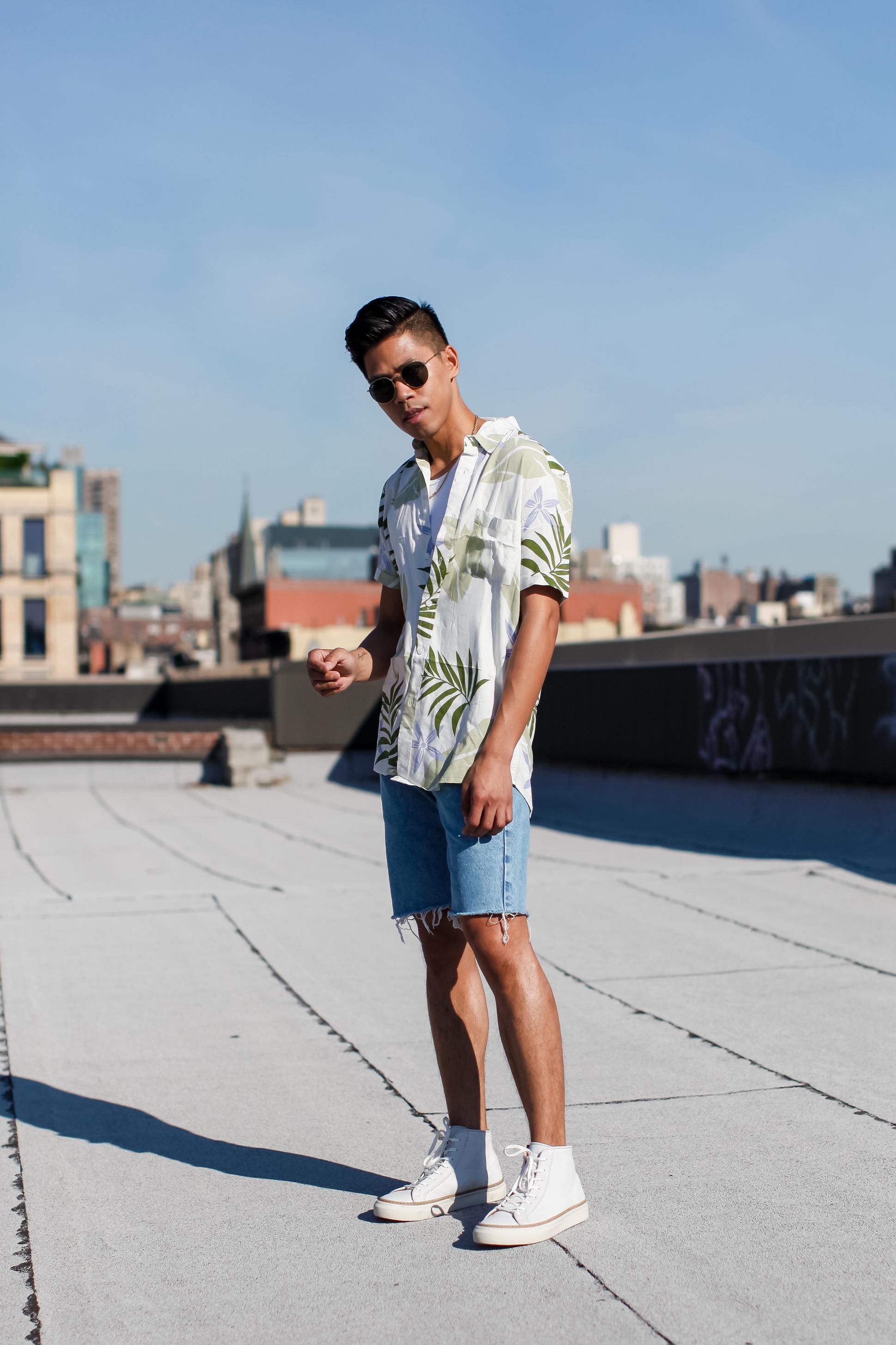 how to wear denim cutoff shorts