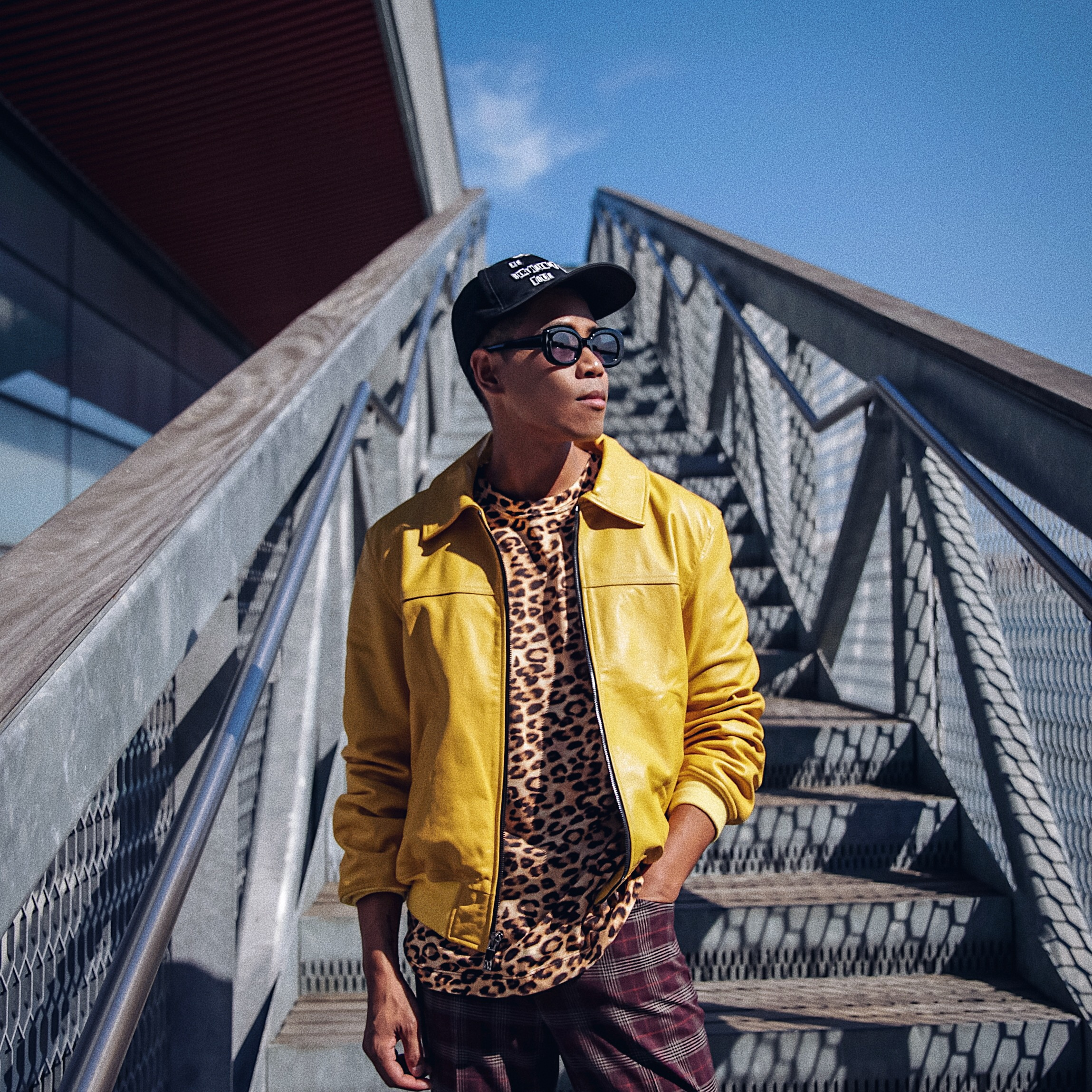 how to wear mens leopard print shirt street style