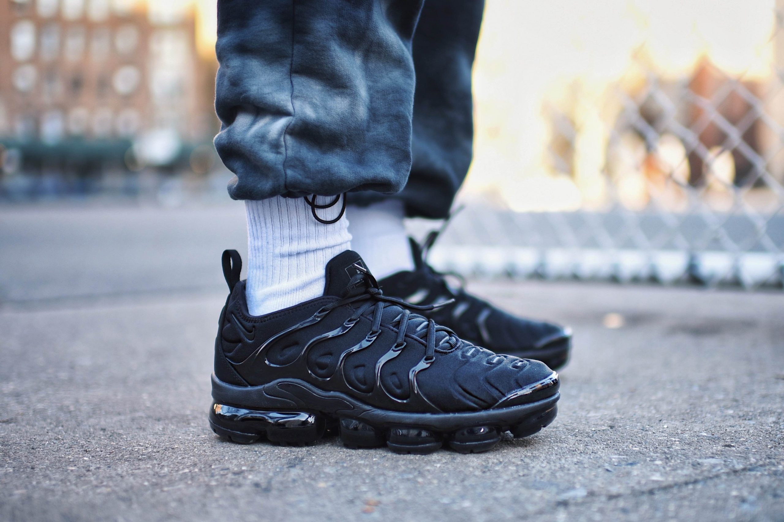 how to style nike air vapormax plus street style outfit